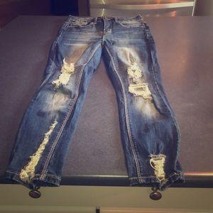 Super cute curvy ripped jeans